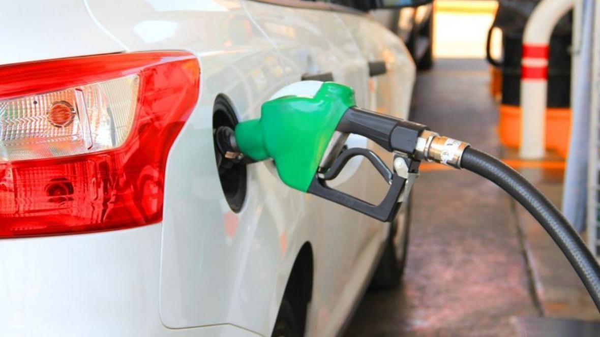 خبرنگاران کاهش مصرف بنزین در همدان رکورد زد