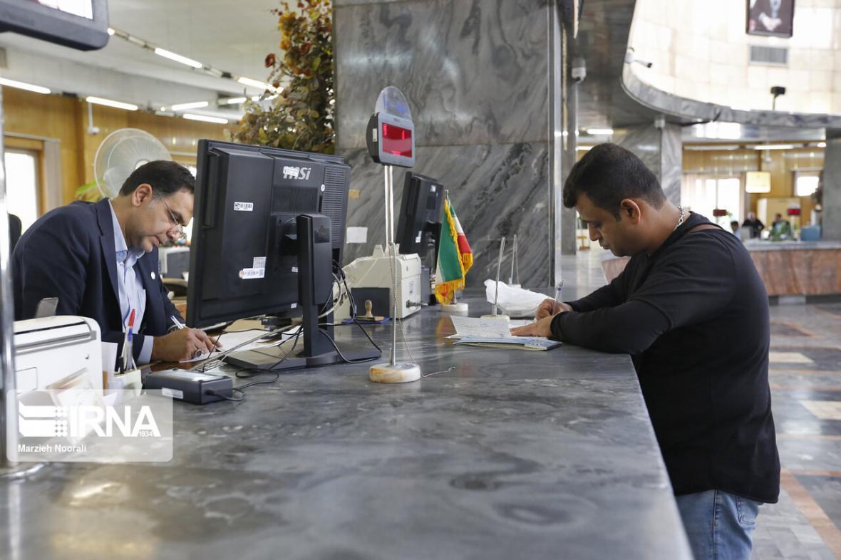 خبرنگاران ممنوعیت بلوکه کردن بخشی از تسهیلات اعطایی توسط بانک ها