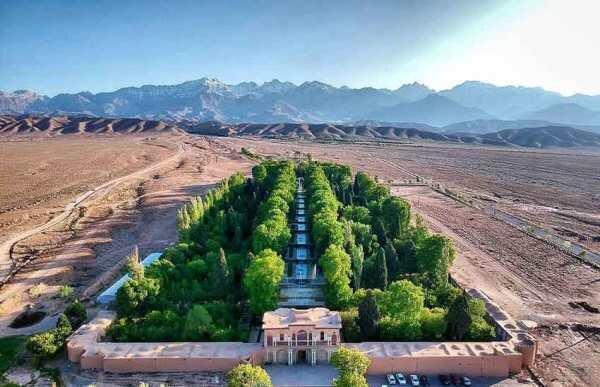 مدیریت آفت درختان باغ شاهزاده ماهان با روش های دانش بنیان