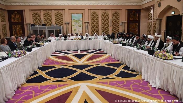 توئیت وزیر خارجه پیشین پاکستان درباره عکس ملا برادر و پمپئو جنجالی شد، عکس