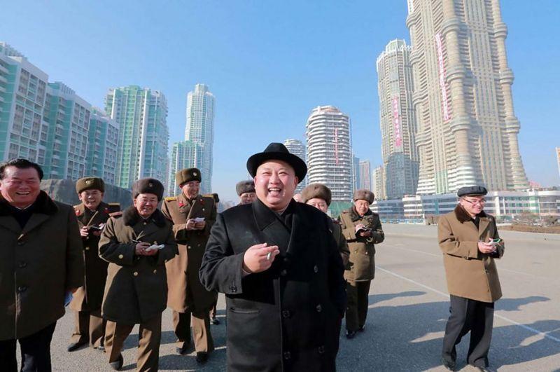 مبارزه با دخانیات در کره شمالی و رهبری که سیگار می کشد