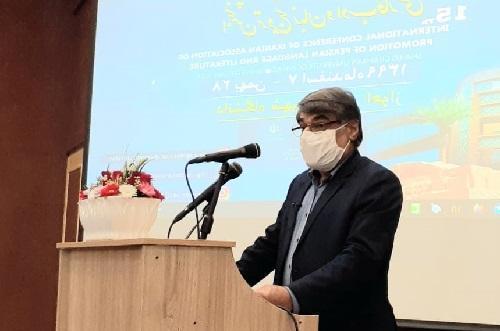 زبان و ادب فارسی در فرهنگ سازی و گسترش معارف معنوی سزاوار ستایش است